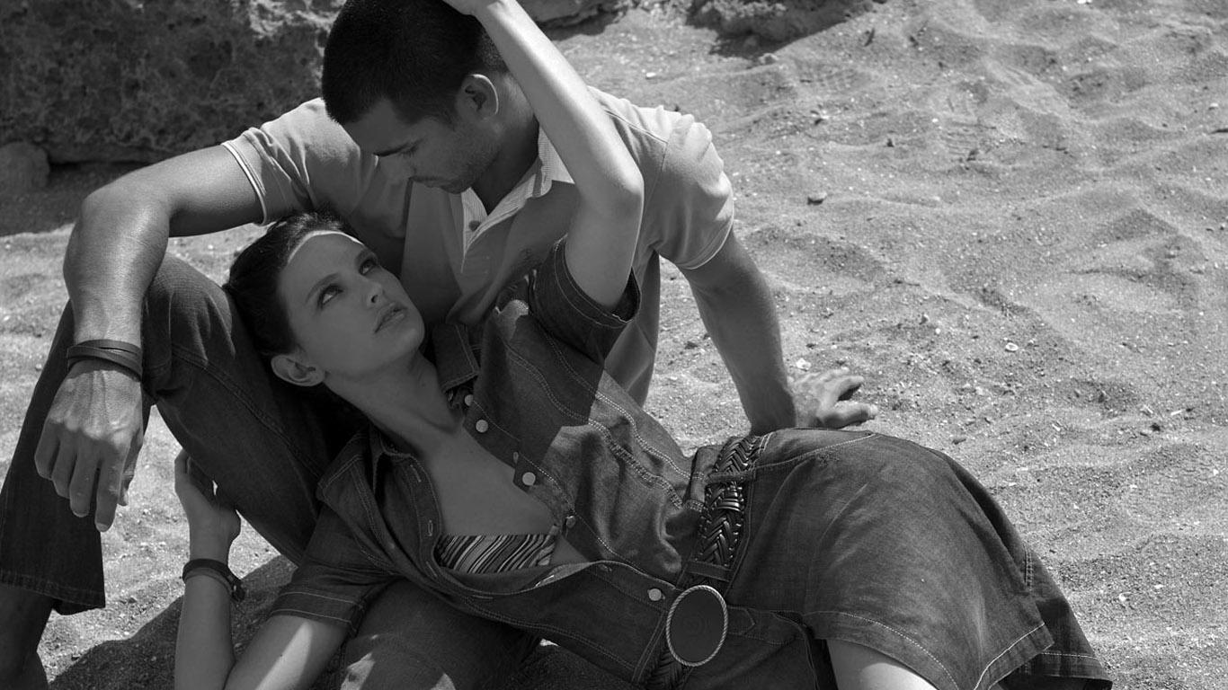 Черно белая эротика девушка и мужчина 5 фотография