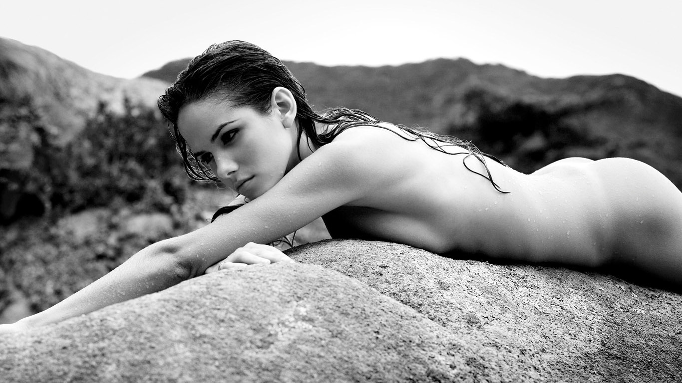 Черно белые фото девак голые 16 фотография