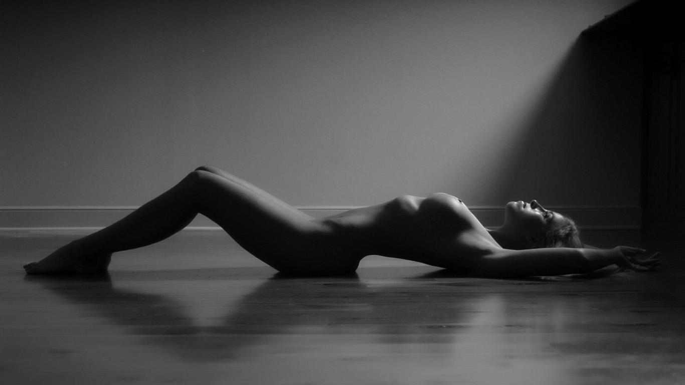 Черно белые картинки голых девушек, Черно белая эротика с голыми девушками - фото 7 фотография