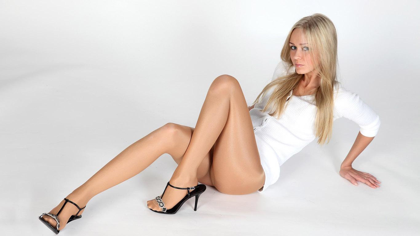 missis-v-chulkah-i-kolgotkah-eroticheskoe-foto