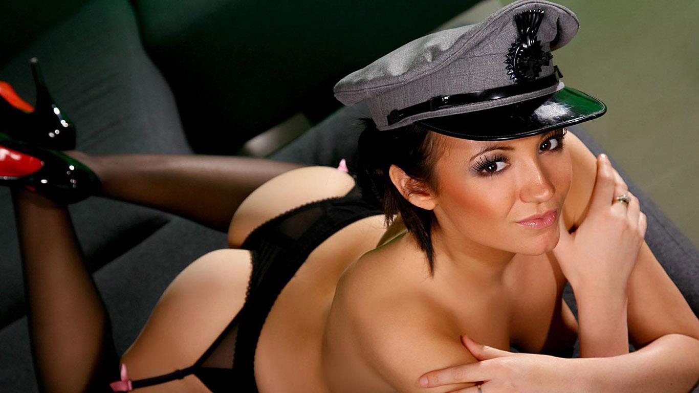 сексуальная девушка в униформе-сж2
