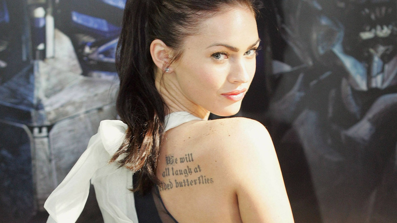 Белые обои 252 татуировки обои 1366х768