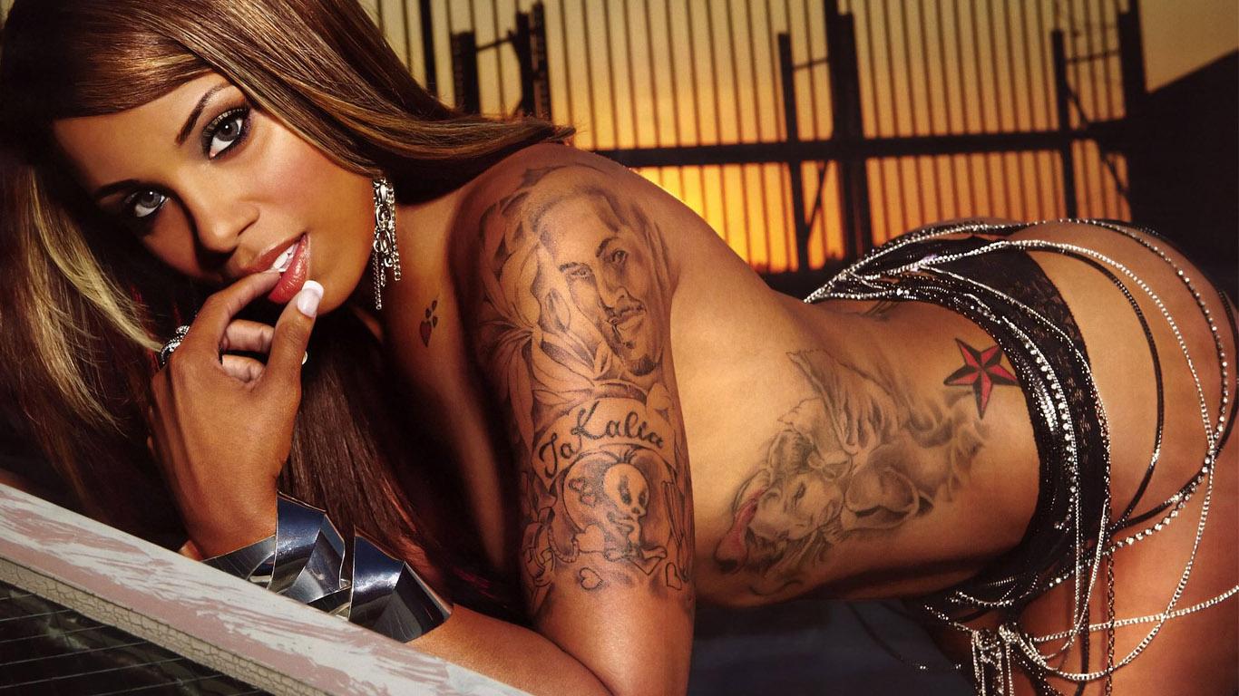 Татуировки голых девушек 22 фотография